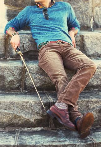 Opte pour un pull torsadé bleu Crew Clothing avec un jean en velours côtelé brun pour affronter sans effort les défis que la journée te réserve. Rehausse cet ensemble avec une paire de des chaussures brogues en cuir brunes.