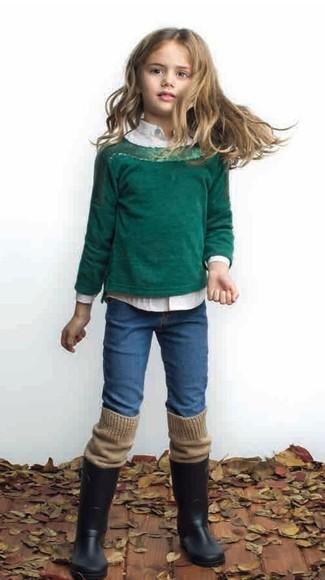 Comment porter: pull vert foncé, chemise de ville blanche, jean bleu, bottes de pluie noires
