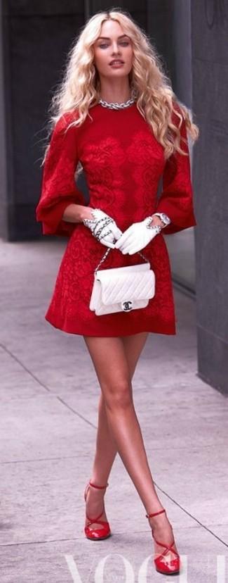 Comment porter des escarpins en cuir rouges: Pense à porter une robe de cocktail en dentelle rouge pour un look élégant et soigné. Cet ensemble est parfait avec une paire de des escarpins en cuir rouges.