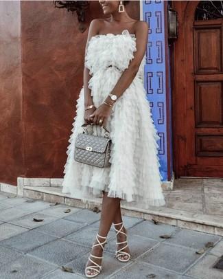 Associer une robe de cocktail de tulle blanche avec une montre dorée femmes Kate Spade est une option avisé pour une journée au bureau. D'une humeur audacieuse? Complète ta tenue avec une paire de des sandales spartiates en cuir blanches.