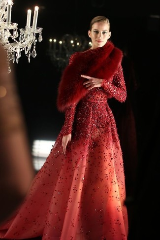 Comment porter: robe de soirée pailletée rouge, écharpe en fourrure rouge