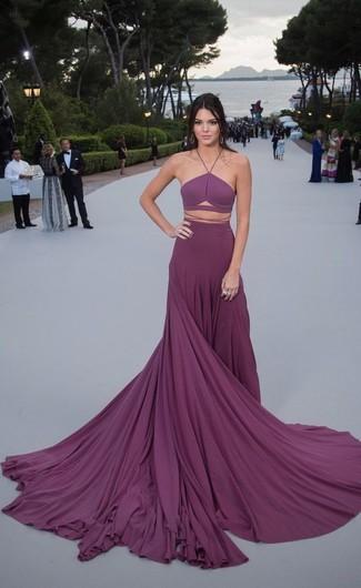 Tenue de Kendall Jenner: Robe de soirée plissée pourpre