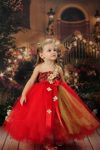Comment porter: robe de tulle rouge, ballerines dorées