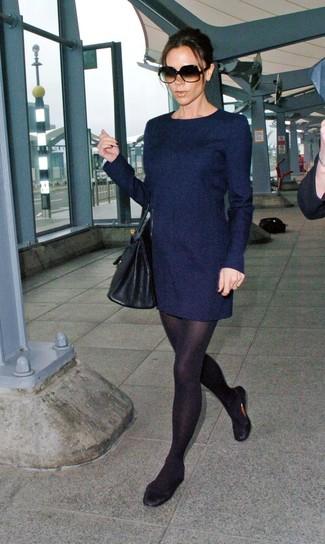 Comment porter  robe droite en laine bleu marine, ballerines en cuir  noires, sac edbb53a9637e
