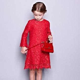 Comment porter: robe en dentelle rouge, sac rouge