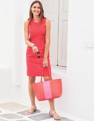 Comment porter: robe fourreau rouge, tongs en cuir blanches, sac fourre-tout en cuir rouge