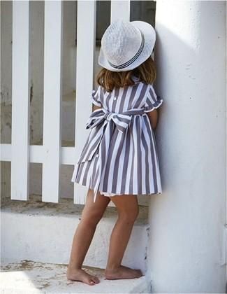 Comment porter: robe grise, chapeau blanc