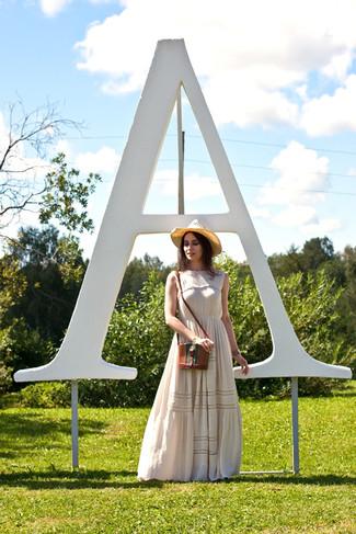 Comment porter: robe longue à fleurs beige, sac bandoulière en cuir marron, chapeau de paille marron clair