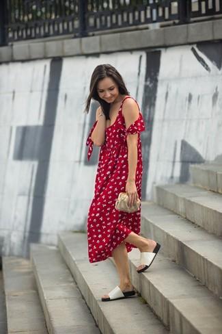 Tenue Robe midi à fleurs rouge, Sandales plates en cuir blanches, Pochette  en cuir dorée