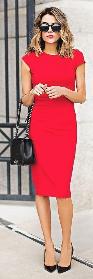 Pense à opter pour une robe moulante rouge pour achever un style chic et glamour. Jouez la carte décontractée pour les chaussures et termine ce look avec une paire de des chaussures.