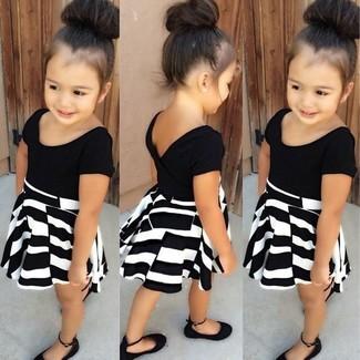 Comment porter: robe noire et blanche, ballerines noires