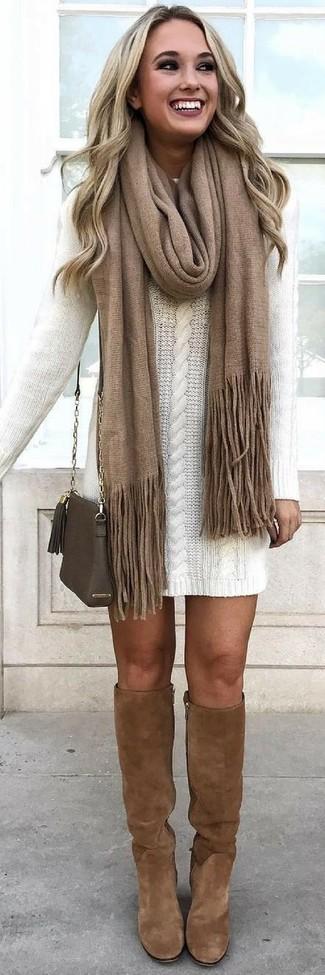 Comment porter: robe-pull blanche, bottes hauteur genou en daim marron, sac bandoulière en cuir olive, écharpe marron
