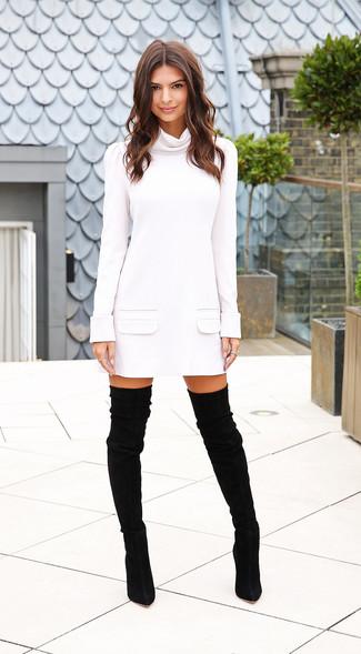 Robe pull blanche cuissardes en daim noires large 15520