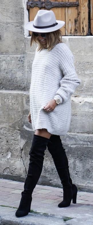 Comment porter: robe-pull grise, cuissardes en daim noires, chapeau en laine gris, montre en cuir blanche