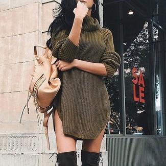 Comment porter: robe-pull olive, cuissardes en daim noires, sac à dos en cuir marron clair