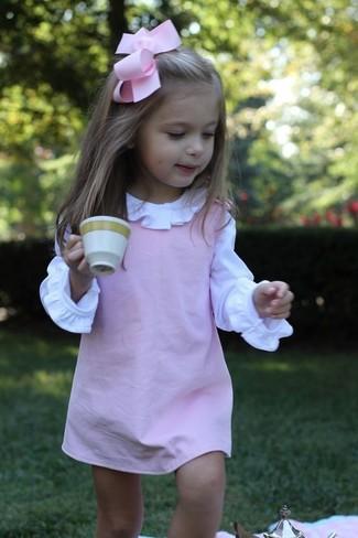 Comment porter: robe rose, chemise de ville blanche