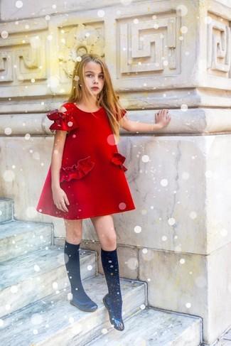Comment porter: robe rouge, ballerines noires, chaussettes noires