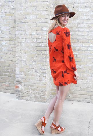 Comment porter: robe style paysanne brodée rouge, sandales compensées en cuir tabac, chapeau en laine marron