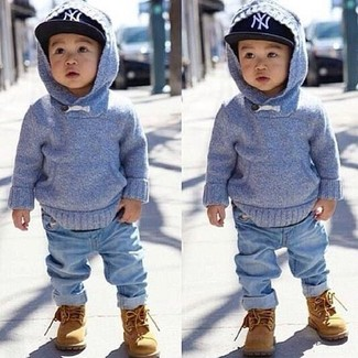 Comment porter: sweat à capuche bleu clair, jean bleu clair, bottes marron clair, casquette de base-ball noire