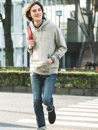 Comment porter: sweat à capuche gris, chemise à manches longues écossaise bleu marine, jean bleu, baskets basses noires