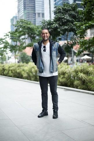 Comment porter un sweat à capuche noir: Harmonise un sweat à capuche noir avec un jean gris foncé pour une tenue confortable aussi composée avec goût. Cette tenue se complète parfaitement avec une paire de des baskets basses en cuir noires.