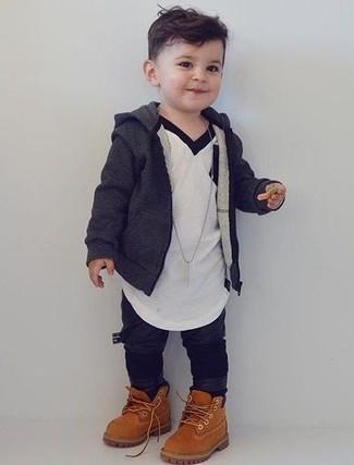 Comment porter: sweat à capuche gris foncé, t-shirt blanc, pantalon de jogging noir, bottes marron clair
