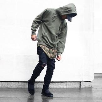 Comment porter: sweat à capuche olive, t-shirt à col rond camouflage olive, jean skinny déchiré noir, baskets montantes noires