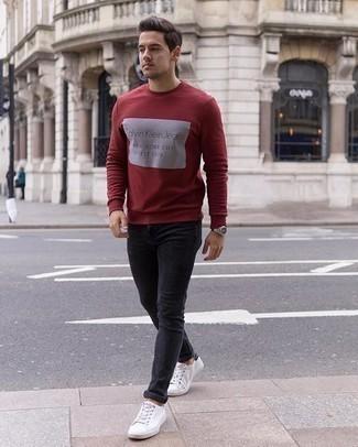 Comment porter un sweat-shirt: Harmonise un sweat-shirt avec un jean skinny gris foncé pour un look idéal le week-end. Une paire de des baskets basses en toile blanches et noires est une option judicieux pour complèter cette tenue.