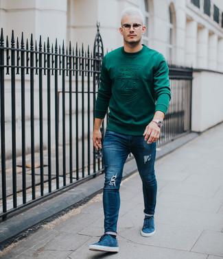 Comment porter: sweat-shirt vert foncé, jean skinny déchiré bleu marine, baskets basses en daim bleues, montre argentée