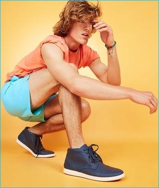 Comment porter: t-shirt à col rond orange, short turquoise, baskets montantes bleu marine