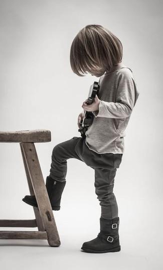 Comment porter: t-shirt à manche longue beige, pantalon de jogging gris foncé, bottes noires