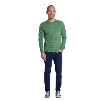 Comment porter un t-shirt à manche longue et col boutonné: Porte un t-shirt à manche longue et col boutonné et un jean bleu marine pour obtenir un look relax mais stylé. Complète ce look avec une paire de des baskets basses en toile bleu marine.