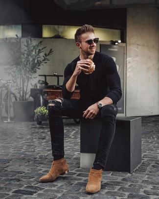 Comment porter: t-shirt à manche longue noir, jean skinny déchiré noir, bottines chelsea en daim tabac, lunettes de soleil noires