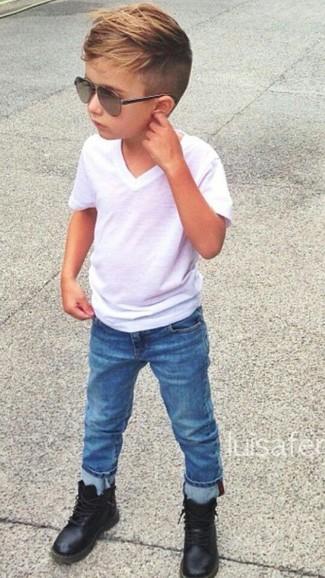 Comment porter: t-shirt blanc, jean bleu, bottes noires