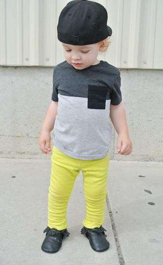 Comment porter un jean jaune: