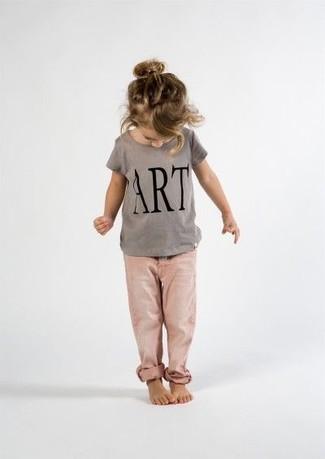 Comment porter: t-shirt imprimé gris, jean rose