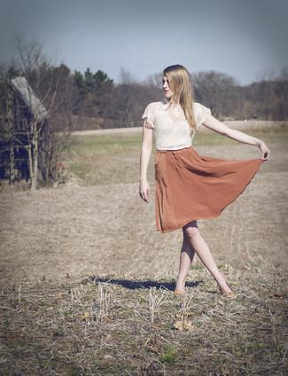 06a83352abf9d Comment porter  top court en dentelle blanc, jupe évasée en soie orange,  ballerines