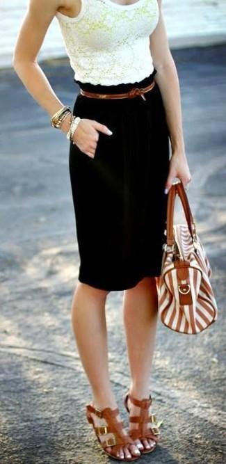Comment porter: top court en dentelle jaune, jupe crayon noire, sandales spartiates en cuir marron, cartable en cuir à rayures verticales marron