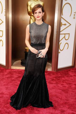Top sans manches gris fonce jupe longue noire pochette en cuir argentee large 1390
