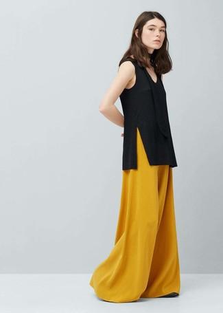 e81deda98 Tenue: Top sans manches noir, Pantalon large moutarde | Mode femmes ...