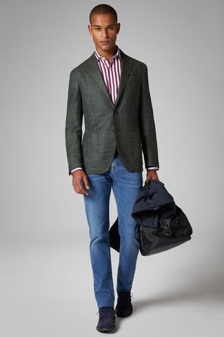Comment porter: trench bleu marine, blazer vert foncé, chemise de ville à rayures verticales blanc et rouge, jean bleu