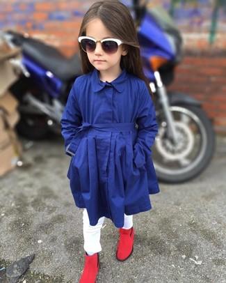 Comment porter: trench bleu marine, jean blanc, bottes rouges, lunettes de soleil blanches