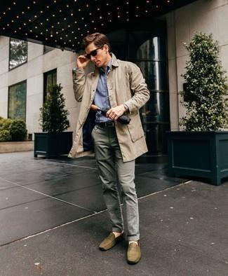 Comment porter des lunettes de soleil noires: Associe un trench beige avec des lunettes de soleil noires pour un look confortable et décontracté. Ajoute une paire de des mocassins en cuir olive à ton look pour une amélioration instantanée de ton style.