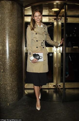 Tenue: Trench marron clair, Chemisier à manches longues blanc, Jupe mi-longue noire, Escarpins en cuir beiges