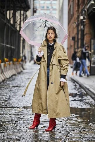 Comment porter: trench marron clair, pull à col rond noir, chemisier à manches longues à volants blanc, jean skinny bleu