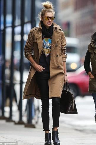 Pour créer une tenue idéale pour un déjeuner entre amis le week-end, essaie d'harmoniser un trench brun avec un jean skinny noir. Une paire de des bottines en cuir noires est une option judicieux pour complèter cette tenue.