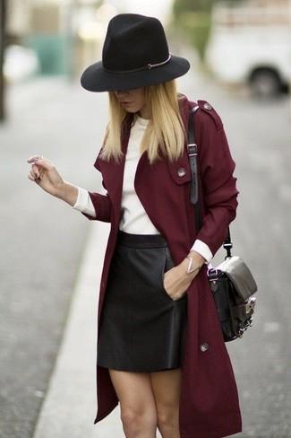 Pense à opter pour un trench bordeaux Missguided et une minijupe en cuir noire pour achever un look chic.