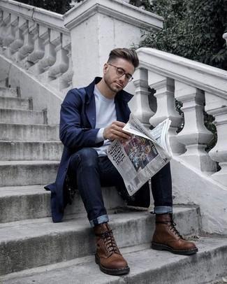 Comment porter un jean avec des bottes de loisirs: Pense à harmoniser un trench bleu marine avec un jean pour un look idéal au travail. Une paire de des bottes de loisirs est une option judicieux pour complèter cette tenue.