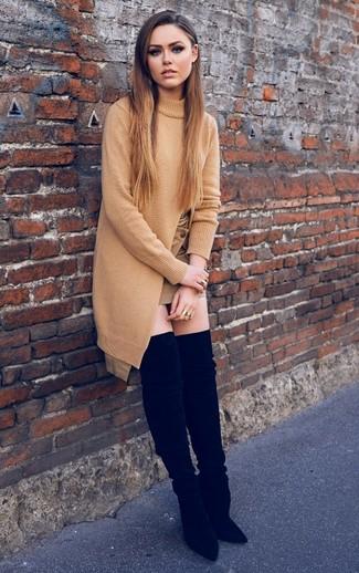 Comment porter: tunique en tricot marron clair, minijupe marron clair, cuissardes en daim noires