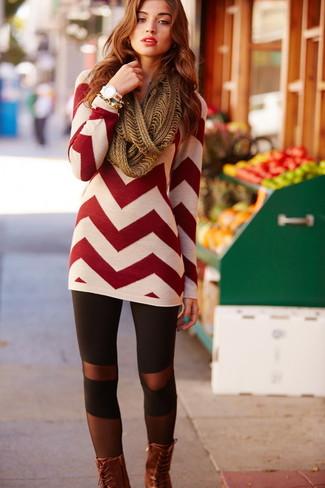 Comment porter: tunique à motif zigzag rouge, leggings noirs, bottines plates à lacets en cuir marron, écharpe en tricot marron